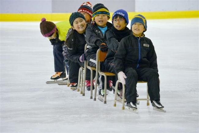 シーズン到来 氷の感触楽しむ アイスアリーナ開始 浦幌