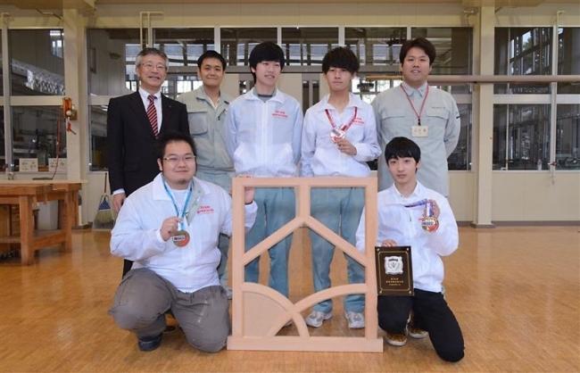帯広の佐藤さん最高賞 技能五輪の建具部門