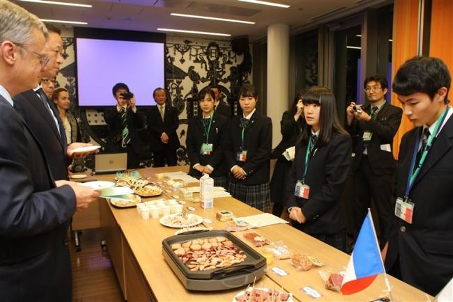 仏大使と高校生が交流 士幌高生も参加