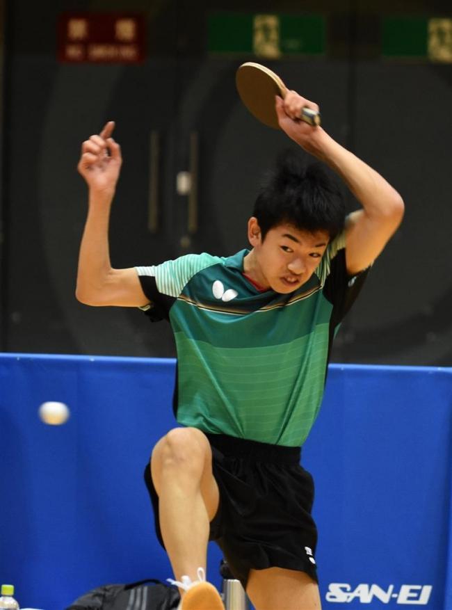 下音更中の松井サウスポー対決制す 全十勝卓球選手権