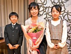 女流王位獲得おめでとう 渡部愛さん祝賀会