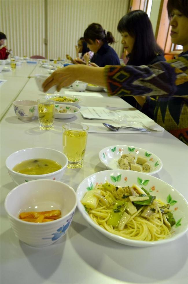 陸別町産の薬膳料理 「食べやすい」 主婦ら試食会