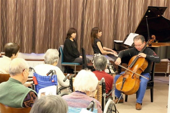 ピアノとチェロ、優雅な演奏を披露 シルバーシティ十勝おびひろ