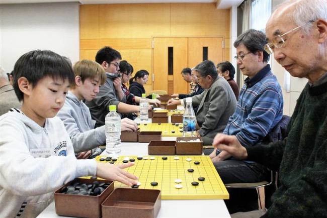 世代を超えて真剣対局 中札内で囲碁フェス