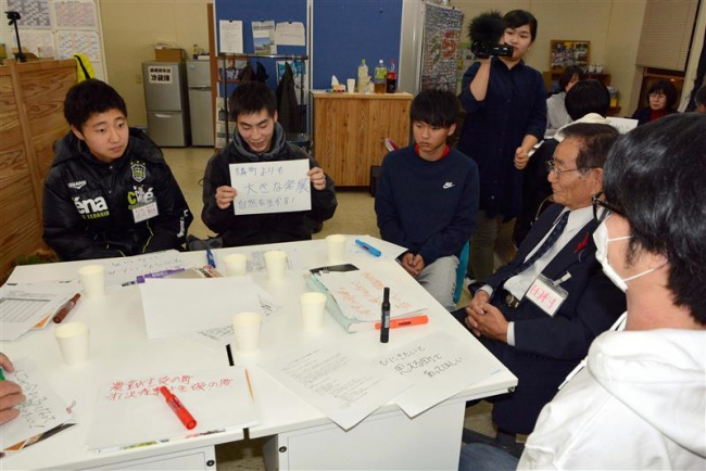町議と高校生が初対談 「12年後の町」語り合う 浦幌