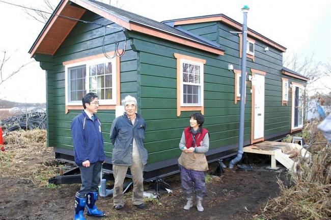 トレーラーハウスの仮設住宅入居開始 安平町で