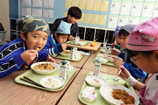 給食にジャガイモを寄贈 JA上士幌町青年部