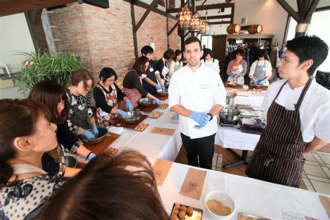 ハンガリーの家庭料理を学ぶ 十勝ヒルズのレストランが教室