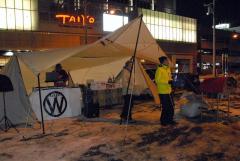 会場内にオープンはドリンクやフードの販売テントも登場