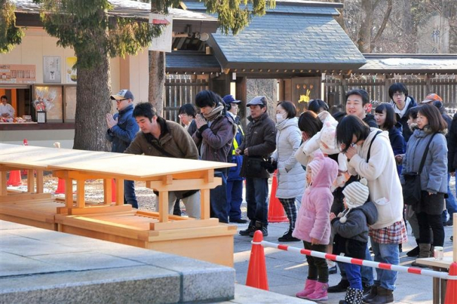 願いを込めて初詣 元日の帯廣神社