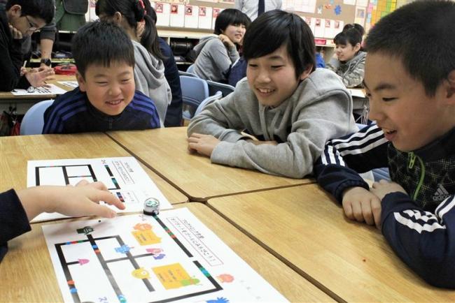 稲田小でロボット使った授業 小学校の「プログラミング教育」に準備進む