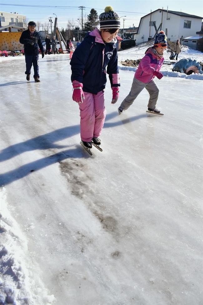 少雪影響広がる 学校リンク使えず スキー場苦戦、イベント準備に支障