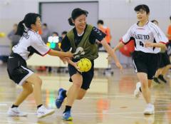 三条クラブ、女子は帯三条高V ハンドボール年末選手権大会