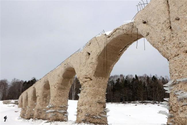 「幻の橋」姿現す タウシュベツ川橋梁 上士幌
