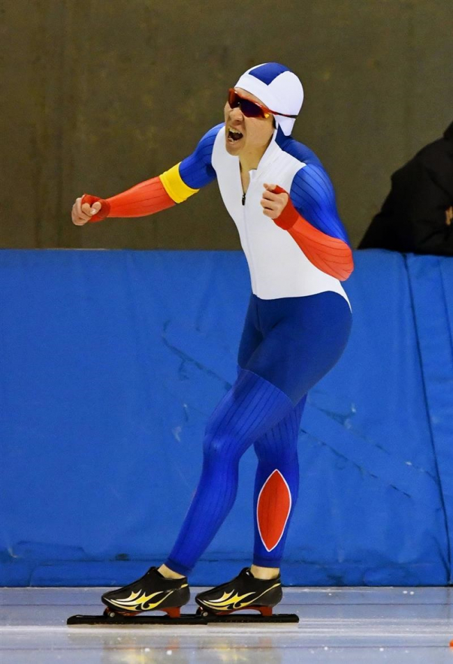 高田歓喜の総合初優勝、女子は山田V 道スケート選手権
