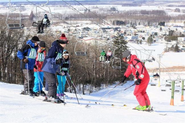 忠類中学校でスキー授業スタート