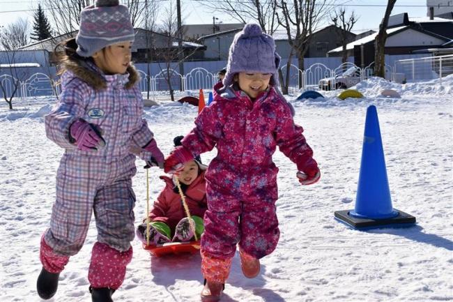 寒さに負けず元気に駆ける 帯広聖公会幼稚園で雪中運動会