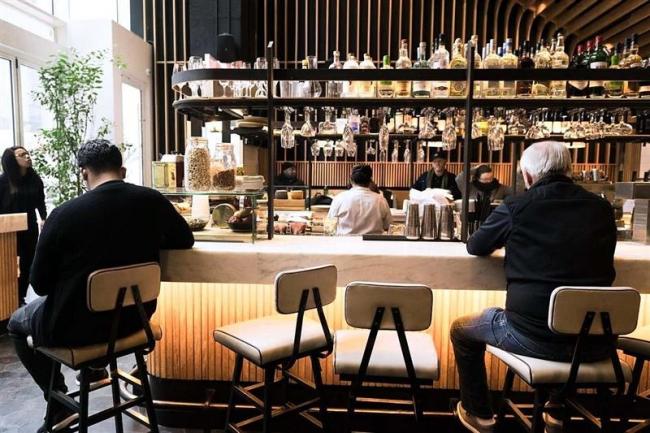 【WSJ】「お一人さま」歓迎、NYのレストランで新潮流