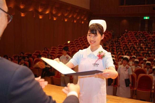 25期生28人が巣立つ 帯広看護専門学校が第25回卒業式