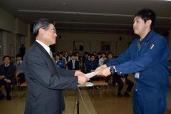 若手職員が町長に提言書提出 池田