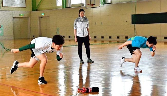 帯大谷短大スピードスケート部発足 石澤監督、男子2選手を指導