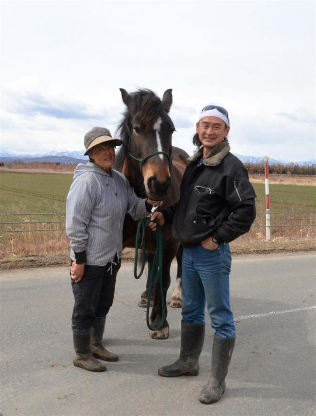 草刈正雄さんと息ぴったりの「桃姫」 なつぞら馬車指導は忠類の蛭川さん