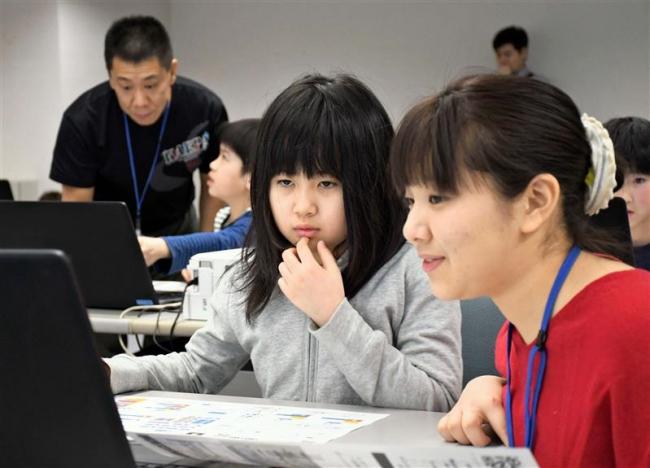 小学生がプログラミング学ぶ 山本さん親子が初の教室