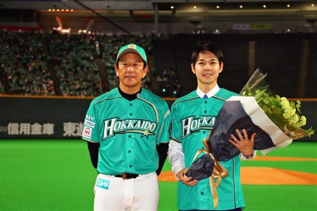 こぼれ話「鈴木直道知事 札幌ドームで日本ハムを激励」