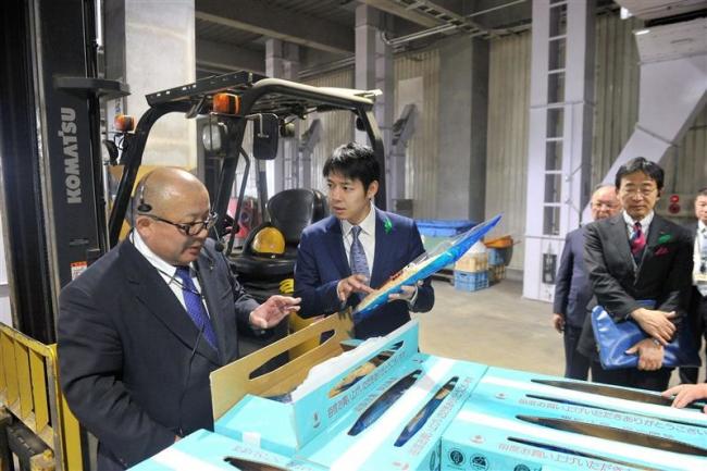 鈴木知事が川西長いも施設を視察