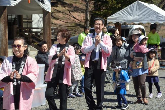 バーベキューで花見満喫 新得神社山桜まつり
