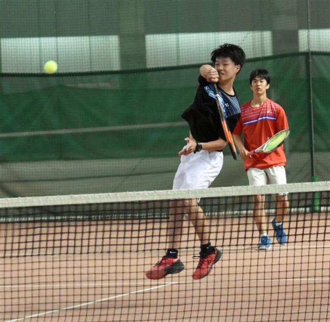 小笠・佐藤組V 女子は中学生の側・坂東組 全十勝ジュニアテニス