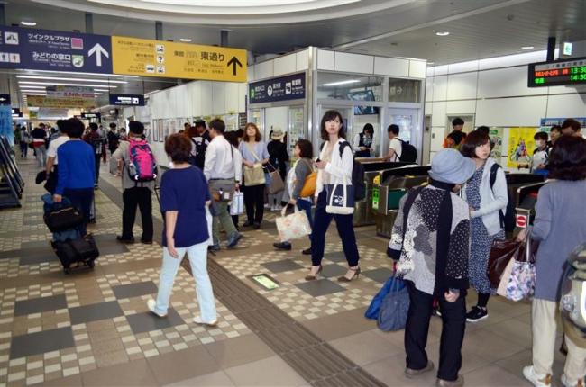 超大型連休最終日を前に混雑するJR帯広駅