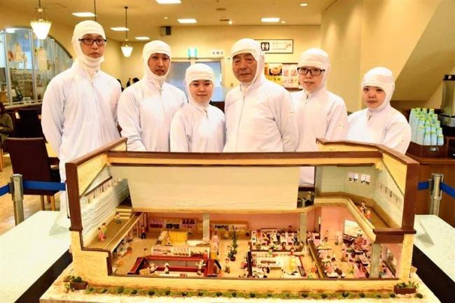 お菓子で昭和の店舗を再現 柳月駅前店をジオラマで