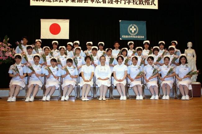 戴帽式で誓い新たに 帯広看護専門学校