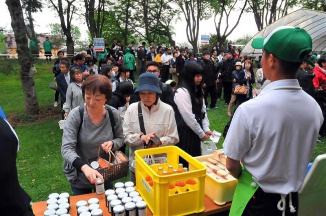 卵は10分で売り切れ 大盛況でスタート 帯農高「あぐりす」