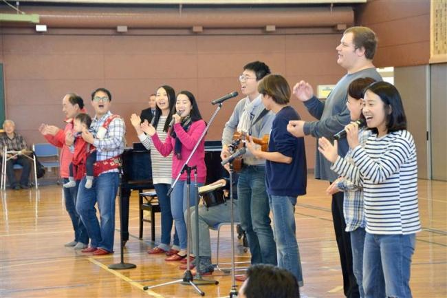 ハワイの学生が演奏会 更別小
