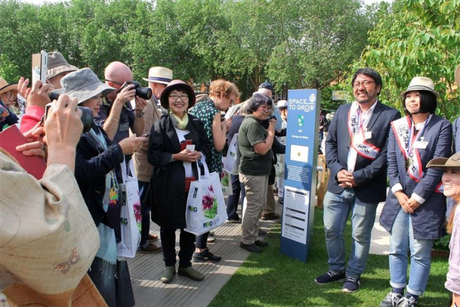 チェルシーフラワーショー 日本からの応援団が金賞を祝福