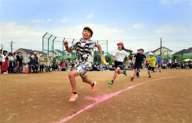 元気よく駆ける 市内小学校で運動会 豊成小は50周年記念大会