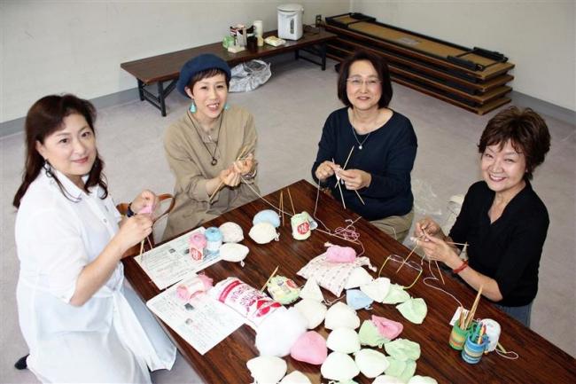 乳がん患者のための胸パッドに静かな支持 女性がん患者の集いプレシャス