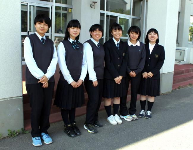 高校学校制服 女子のスラックス導入校増加の動き