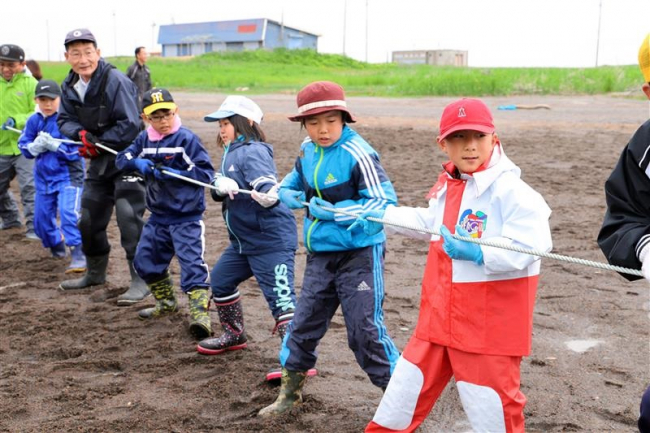 地引き網体験に子どもら歓声 豊頃