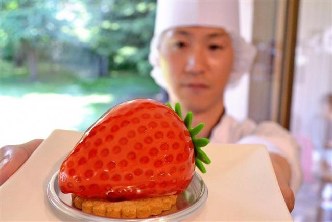 種のつぶつぶまで再現 トテッポ工房でいちご形のケーキ発売