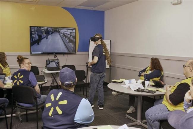 【WSJ】VRで人事考課? ウォルマート昇進判断に活用
