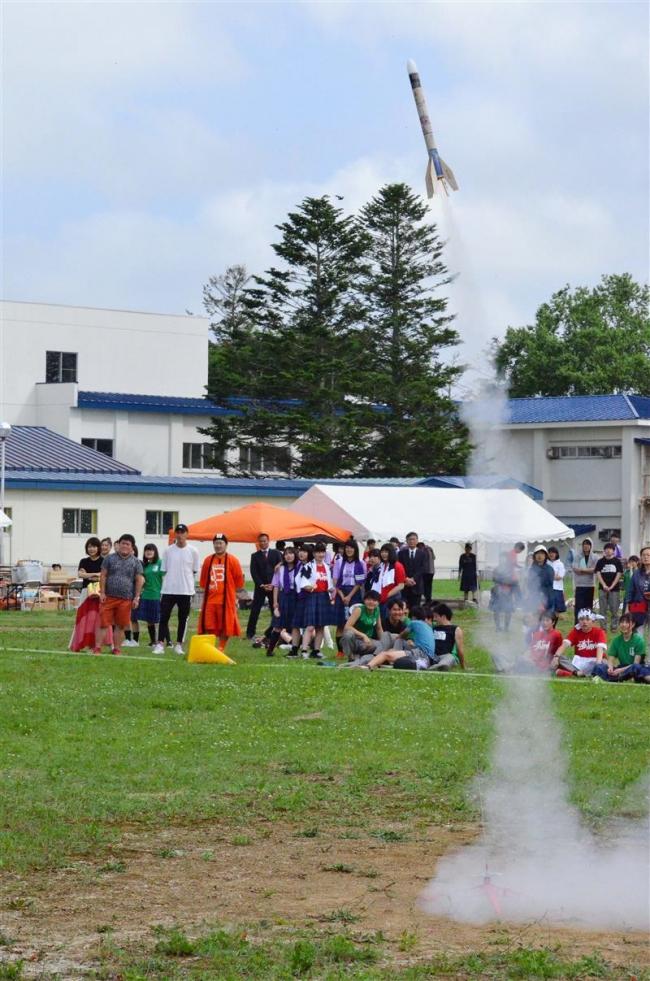 大樹高学祭でモデルロケット打ち上げ 大樹