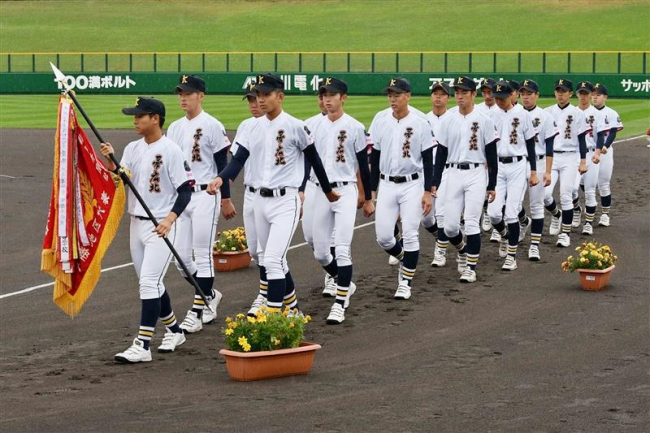 帯北、帯大谷、帯農ナイン堂々の入場行進、夏の高校野球北北海道大会開会式