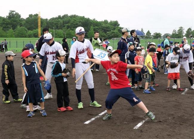 200人が野球の楽しさを体験「こども野球の日」