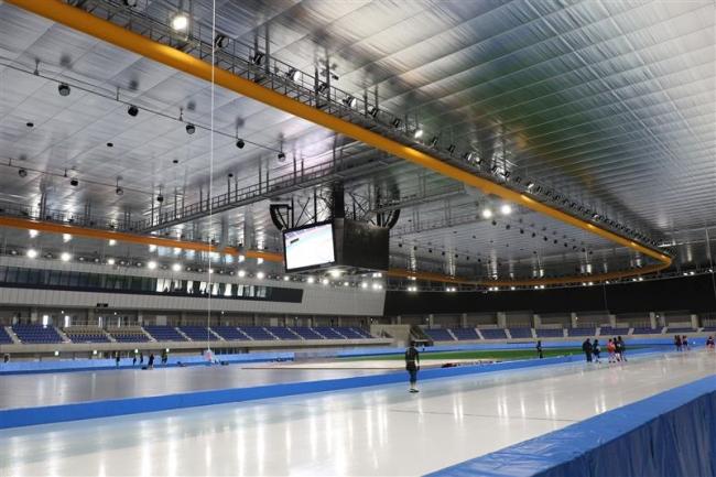 国内3番目の屋内スケート場「YSアリーナ八戸」完成、日ス連黒岩氏視察