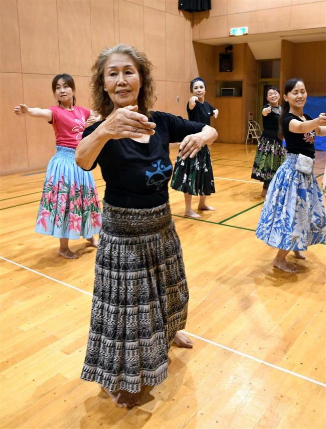 集大成のフラダンス 11教室で指導の河崎さん 28日引退舞台に向け稽古に熱