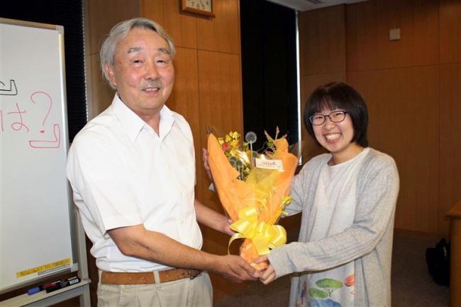 福井さん「十勝マイナー校」が最終回 教え子らが花束