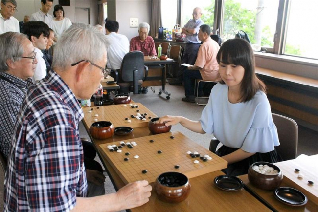 帯広出身の囲碁棋士 富士田さんと下坂さん 地元で指導対局